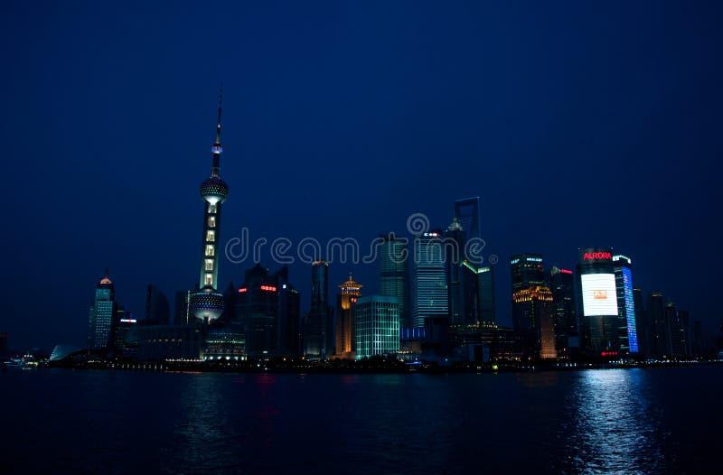 Weergeven op de stad van Shanghai bij Nacht royalty-vrije stock foto