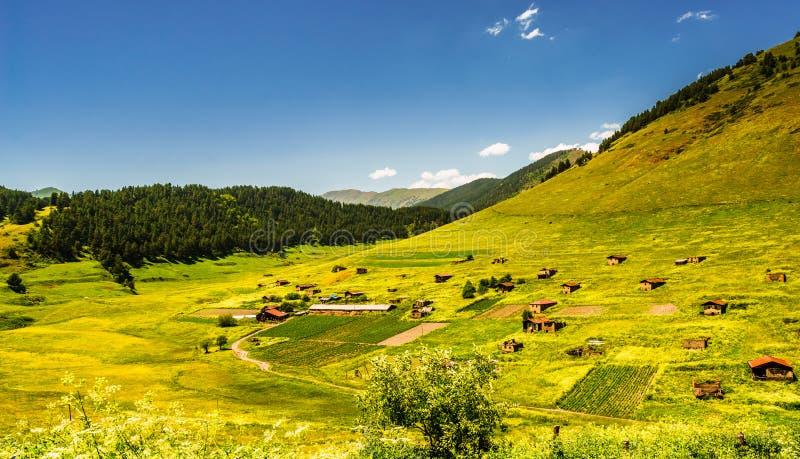 Weergeven op dorp in het verre landschap van Tusheti, Georgië royalty-vrije stock fotografie