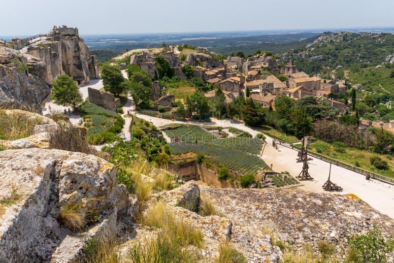 Weergeven op dorpsdaken in de baux-DE-Provence in Frankrijk stock fotografie
