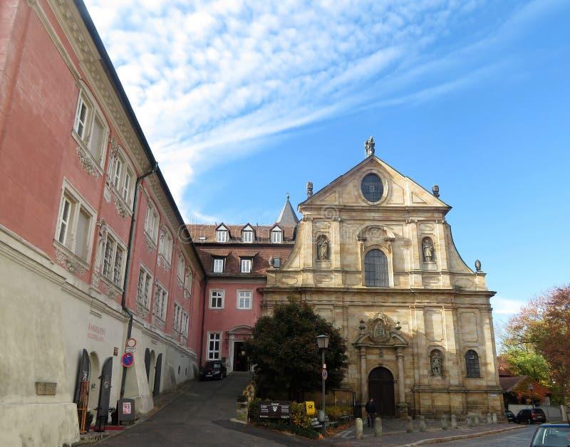 Weergeven op Kirche St Maria und St Theodor royalty-vrije stock fotografie