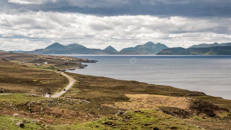 Weergeven over Binnengeluid naar Skye in Schotland royalty-vrije stock foto