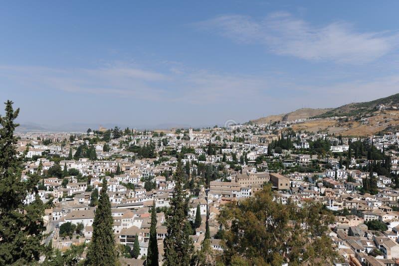 Weergeven over de daken van Granada op een zonnige dag royalty-vrije stock afbeelding