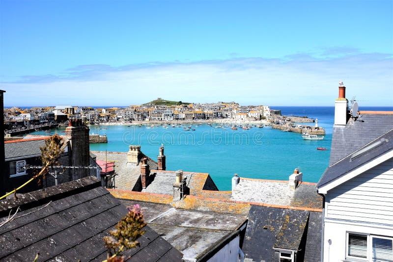 Weergeven over fooftops, St Ives, Cornwall, het UK stock fotografie