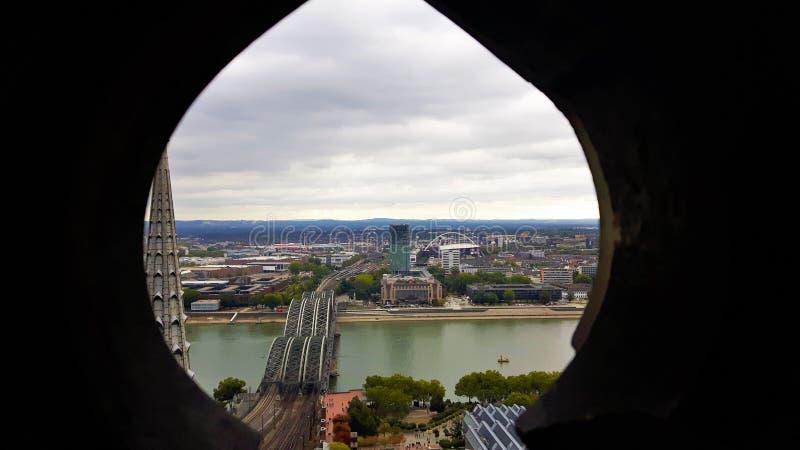 Weergeven over Köln in autum op Vakantie in Duitsland stock foto