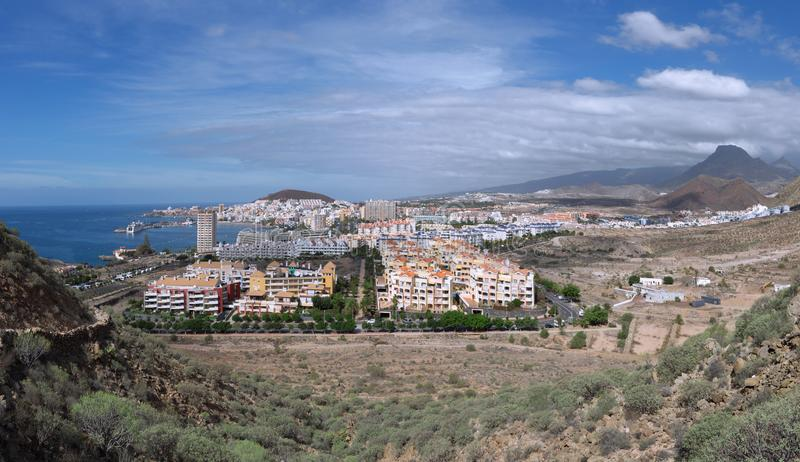 Weergeven over Los Cristianos in Tenerife stock foto's