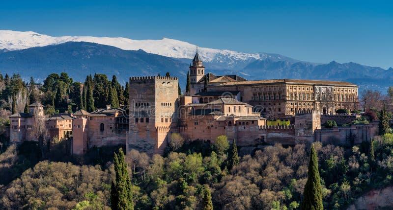 Weergeven van Alhambra Palace in Granada, Spanje in Europa stock fotografie