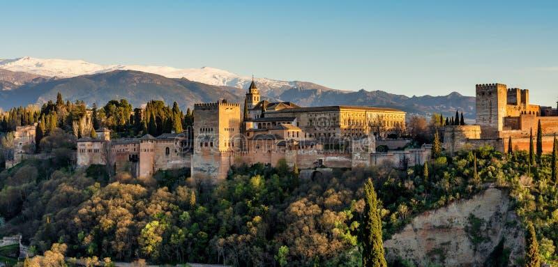 Weergeven van Alhambra Palace in Granada, Spanje in Europa royalty-vrije stock afbeeldingen