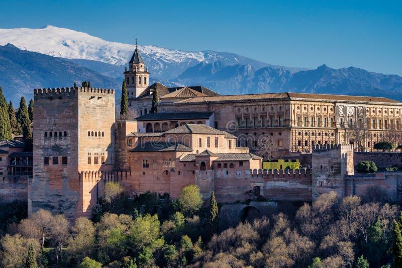 Weergeven van Alhambra Palace in Granada, Spanje in Europa royalty-vrije stock afbeelding