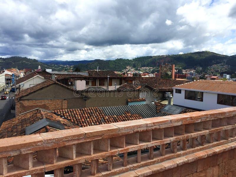 Weergeven van Bergen van Dakterras, Cuenca Ecuador royalty-vrije stock foto's