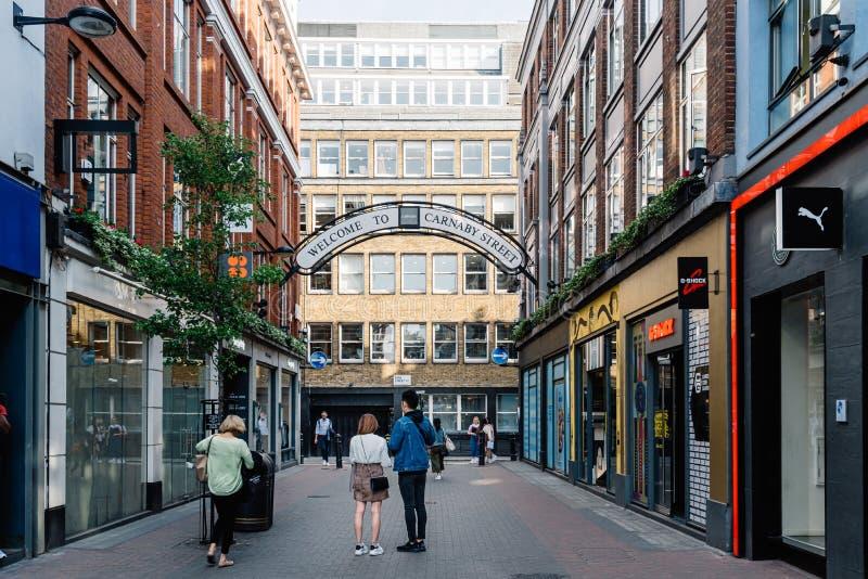 Weergeven van Carnaby Street in Soho in Londen royalty-vrije stock fotografie