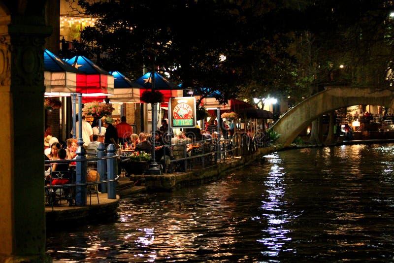 Weergeven van de beroemde Riviergang in San Antonio 's nachts - Texas - de V.S. royalty-vrije stock foto