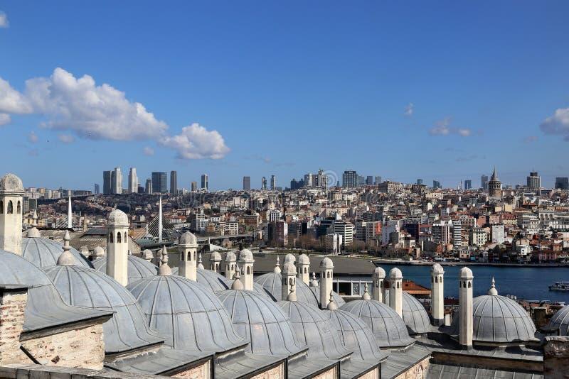Weergeven van de daken van de Oostelijke Baden Hamam van het observatiedek van de Suleymaniye-Moskee stock afbeelding