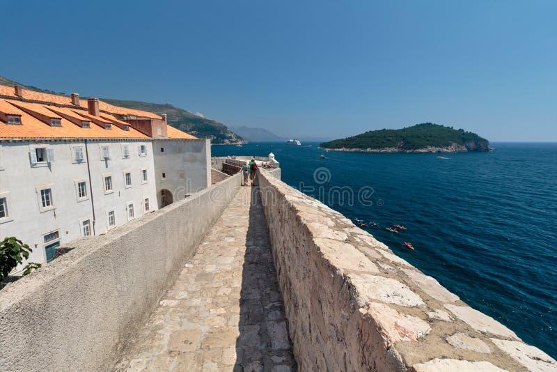 Weergeven van de Dubrovnik-stadsmuren royalty-vrije stock foto's