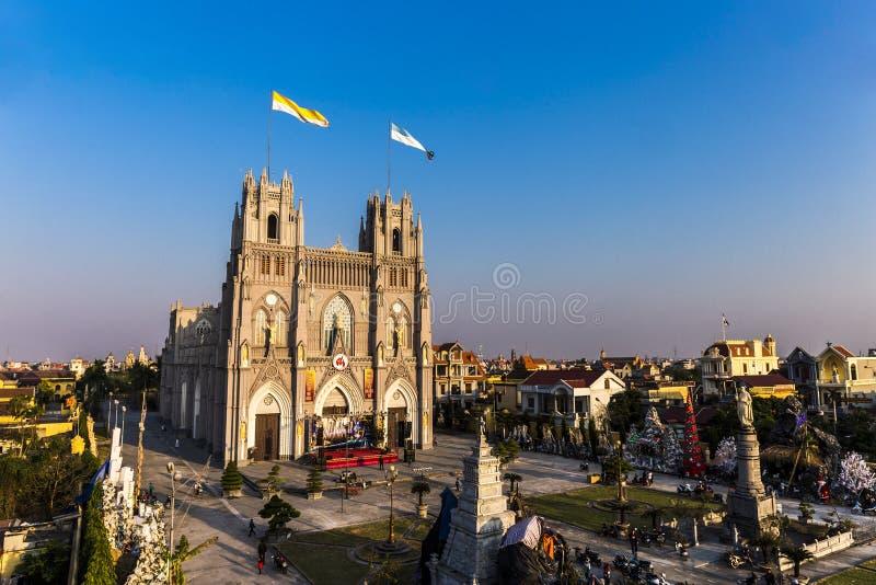 Weergeven van de grootste kathedraal in de voorbereidingen van Vietnam mas voor van X ' royalty-vrije stock fotografie