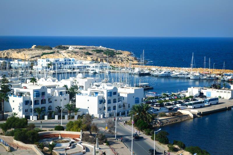 Weergeven van de haven van Monastir en de Middellandse Zee stock fotografie