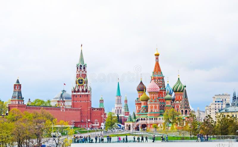 Weergeven van de het Kremlin, St Kathedraal van het Basilicum en het Rode Vierkant royalty-vrije stock fotografie