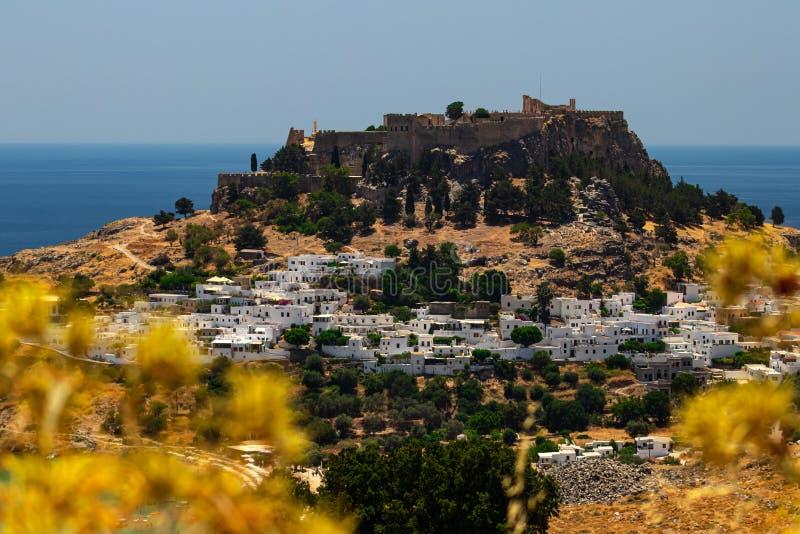 Weergeven van de historische stad van Lindos op Rhodos, Griekenland royalty-vrije stock fotografie