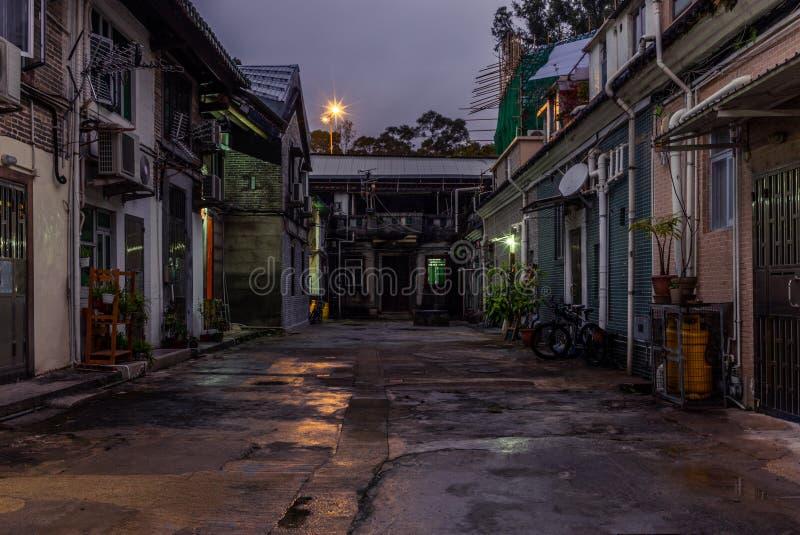 Weergeven van de hoofdstraat van het ommuurde die dorp van Tsang Tai Uk ook als Shan Ha Wai op de Honk Kong Nieuwe Gebieden wordt stock afbeeldingen