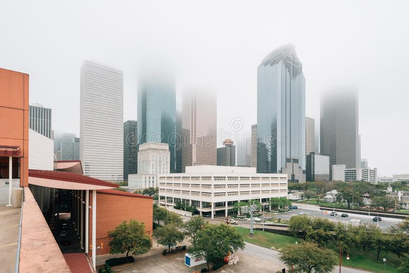 Weergeven van de horizon van de binnenstad in mist, in Houston, Texas royalty-vrije stock foto