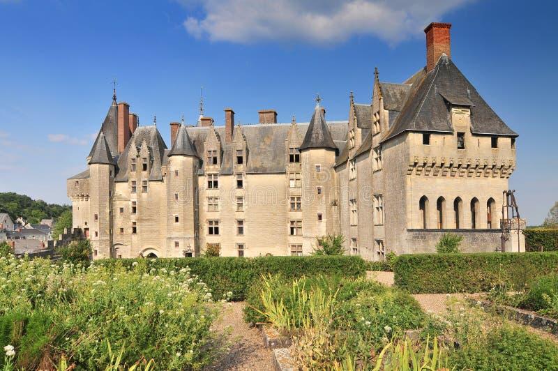 Weergeven van de kasteeltuin en de stad Langeais De Loire-Vallei Frankrijk royalty-vrije stock foto's