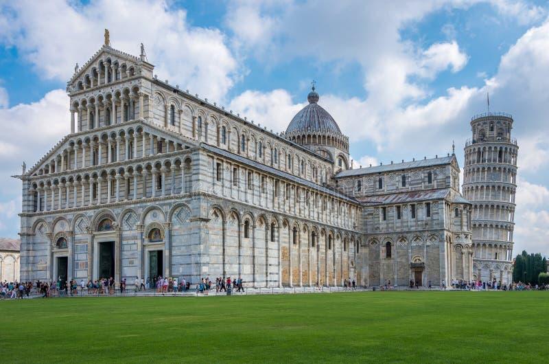 Weergeven van de Kathedraal Santa Maria Assunta van Pisa op het Vierkant van Mirakelen in Pisa, Toscanië, taly royalty-vrije stock fotografie