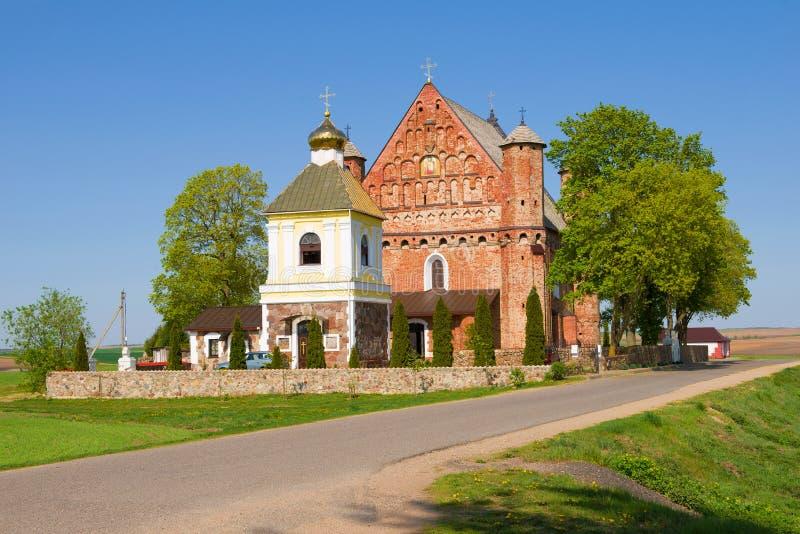 Weergeven van de Kerk van St Michael Synkovichi, Wit-Rusland stock afbeeldingen