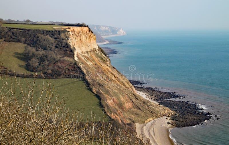 Weergeven van de klippen bij het strand van Salcombe REGIS van de Zuidwesten Kustweg op Salcombe-Heuvelklip boven Sidmouth, het O stock foto's