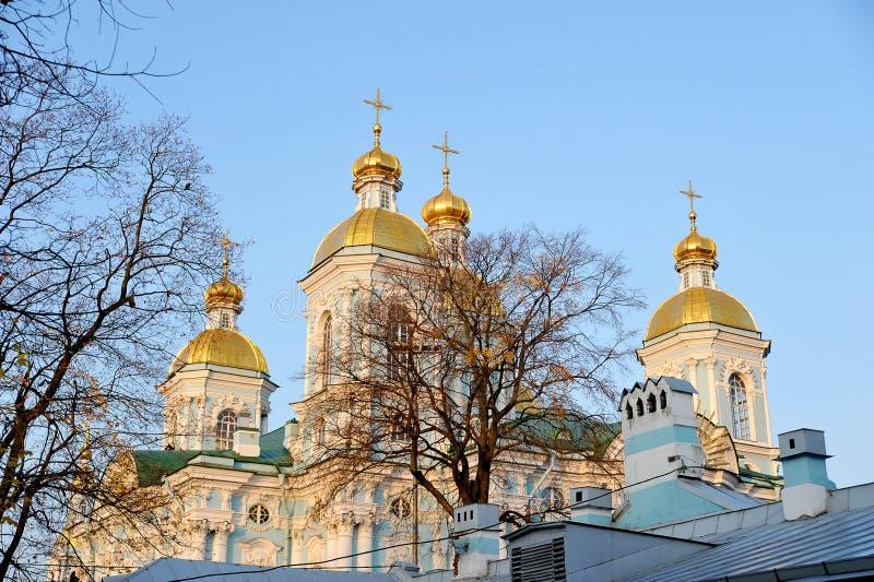 Weergeven van de koepel van St Nicholas Cathedral in St. Petersburg royalty-vrije stock afbeelding