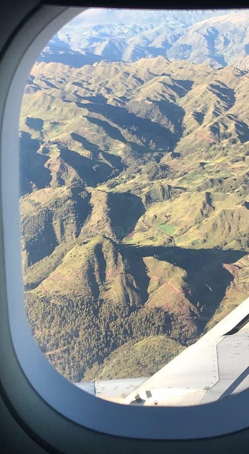 Weergeven van de luchthaven die aan Cuzco, Peru aankomen stock foto