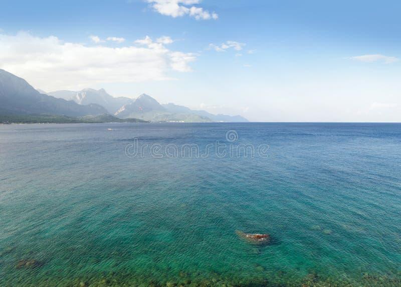 Weergeven van de Middellandse Zee en de bergkust, Kemer royalty-vrije stock afbeeldingen