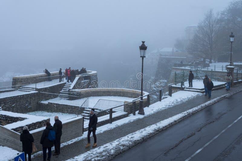 Weergeven van de mist bedekte Stad van Luxemburg van Bockbier casemates royalty-vrije stock foto's