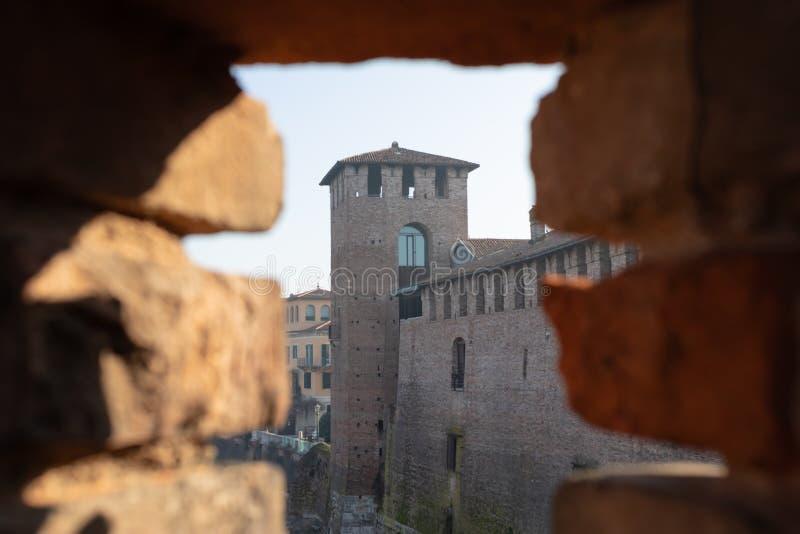 Weergeven van de oude kasteelbrug Castelvecchio bij de ochtend Verona, Italië - Beeld stock foto