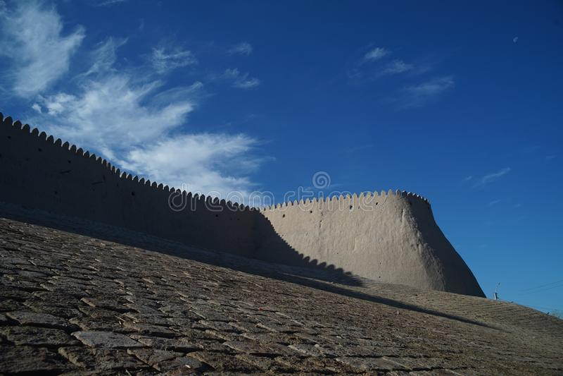 Weergeven van de oude stadsmuren van Khiva Oezbekistan royalty-vrije stock fotografie