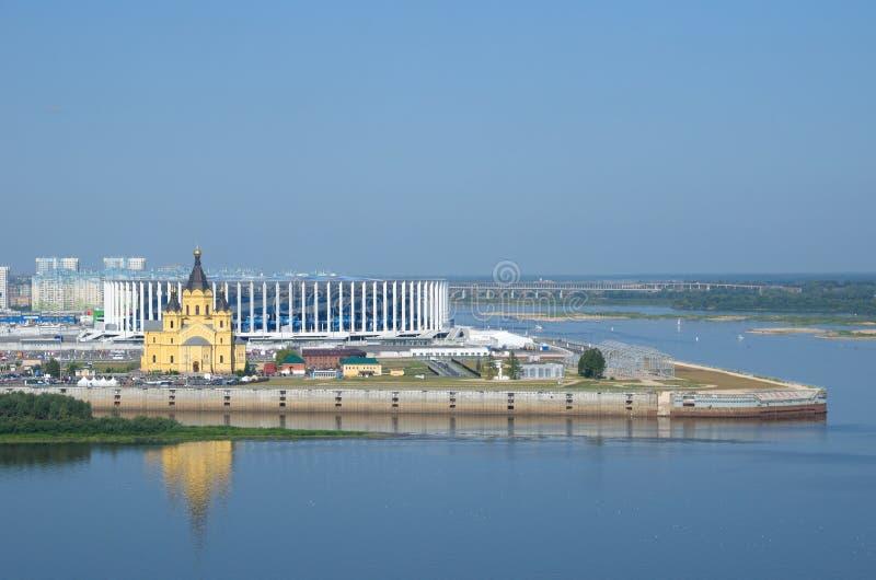 Weergeven van de Pijl en Alexander Nevsky Cathedral, Nizhny Novgorod, Rusland royalty-vrije stock afbeelding
