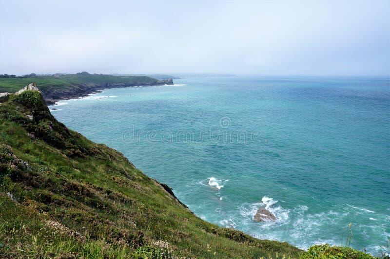 Weergeven van de rand van een klip bij de kustlijn van Cancale Brittany France royalty-vrije stock afbeeldingen