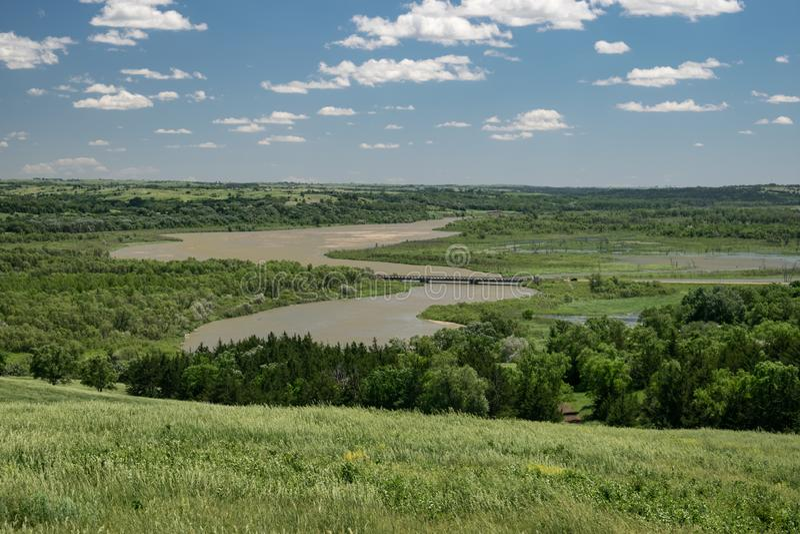 Weergeven van de rivier van Missouri van een heuvel in Niobrara-het park van de staat, Nebraska stock fotografie