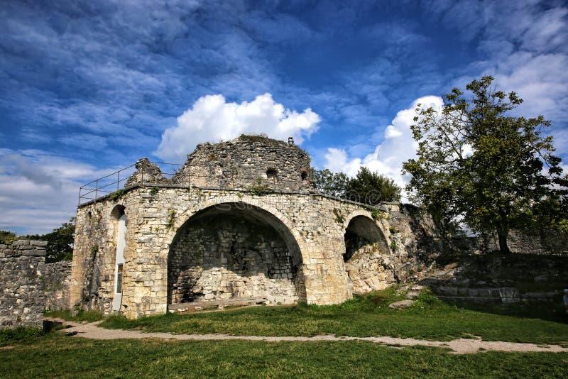 Weergeven van de ruïnes van de Anakopia-vesting stock fotografie