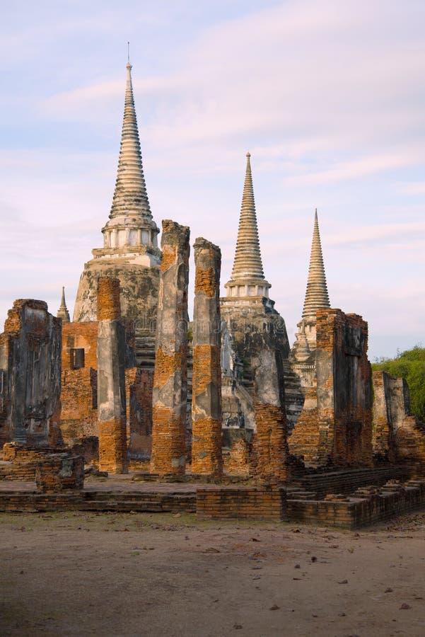 Weergeven van de ruïnes van de Boeddhistische tempel van Wat Phra Sri Sanphet Ayutthaya, Thailand royalty-vrije stock fotografie