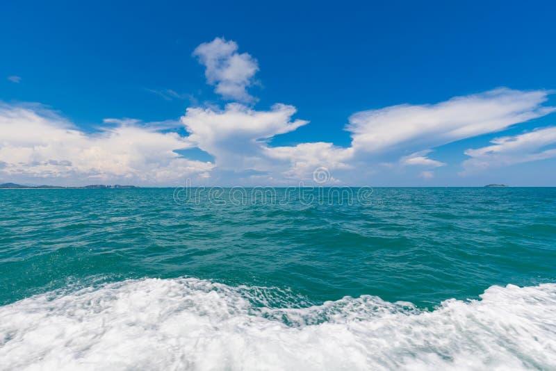 Weergeven van de rug van de motorboot Mooie mening van sameteiland Thailand stock afbeelding