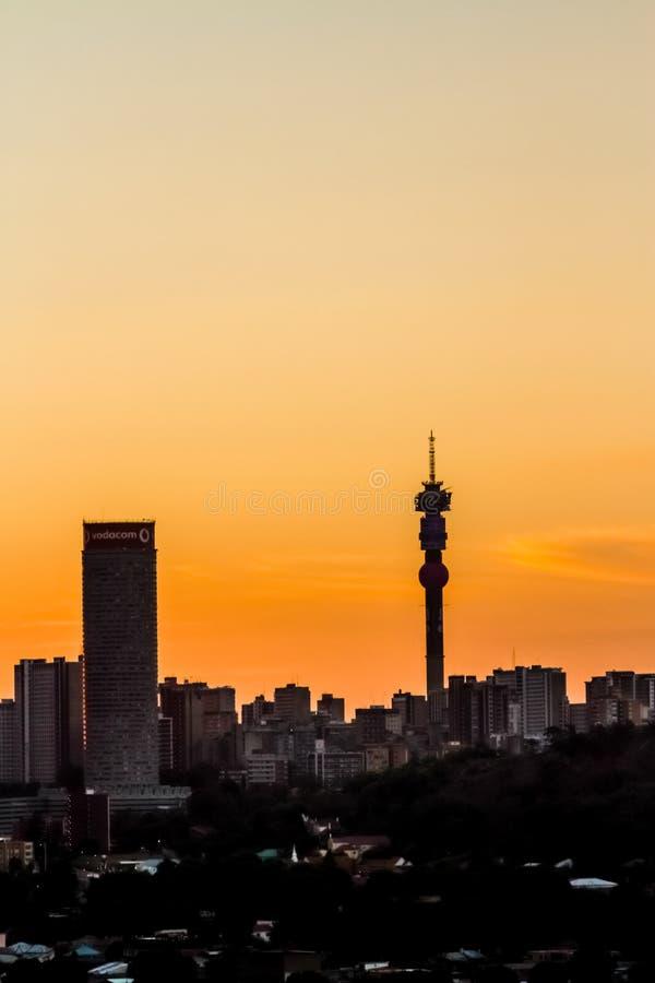 Weergeven van de Stad van Johannesburg bij Zonsondergang royalty-vrije stock afbeelding