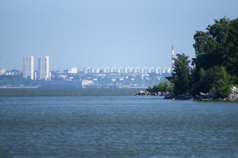 Weergeven van de stad van Novosibirsk van het Ob-overzees royalty-vrije stock fotografie