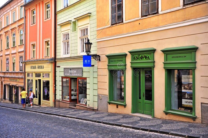 Weergeven van de straat in de oude stad van Banska Stiavnica, Slowakije stock afbeelding