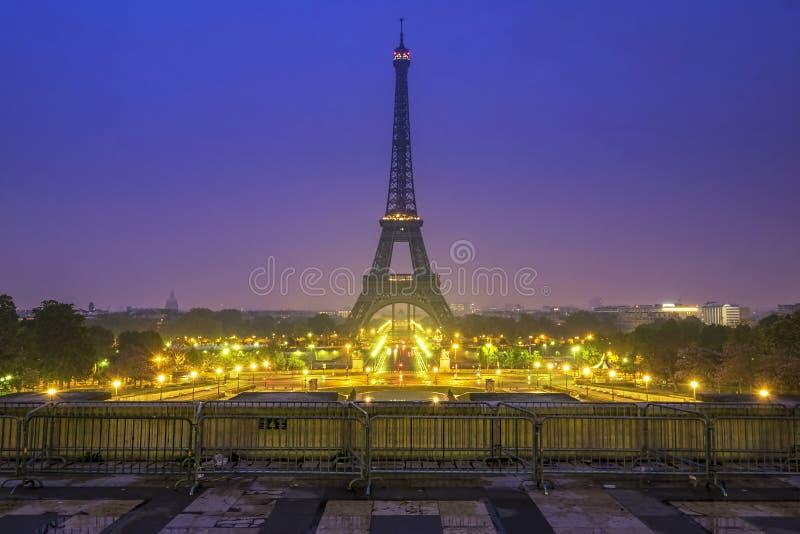 Weergeven van de Toren van Eiffel van Trocadero tijdens glorierijke zonsopgang royalty-vrije stock fotografie