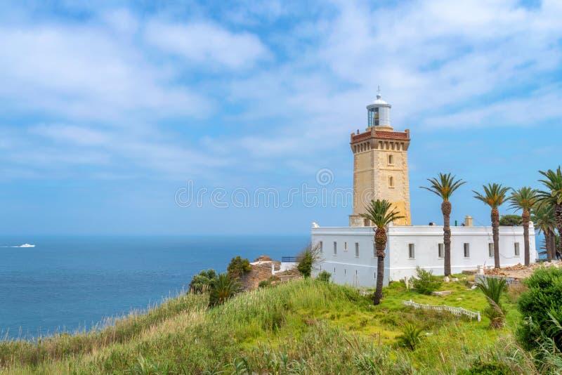 Weergeven van de vuurtoren van Kaapspartel bij de ingang van de Straat van Gibraltar dichtbij Tanger Marokko royalty-vrije stock foto