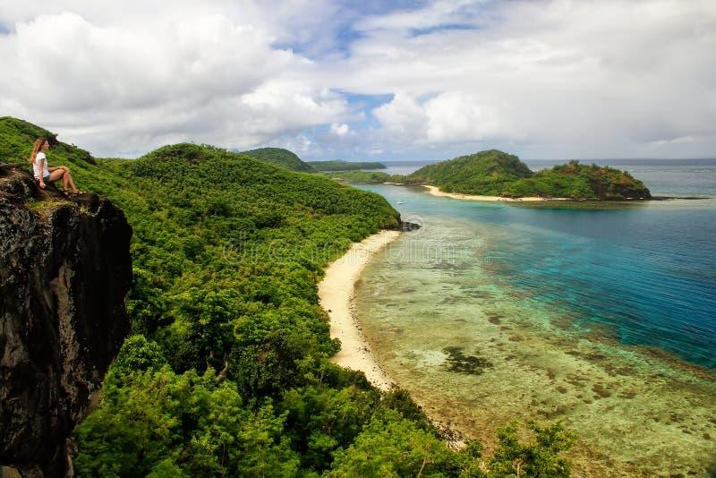 Weergeven van Drawaqa-Eilandkustlijn en het Eiland van Nanuya Balavu, Yasawa-Eilanden, Fiji royalty-vrije stock foto's