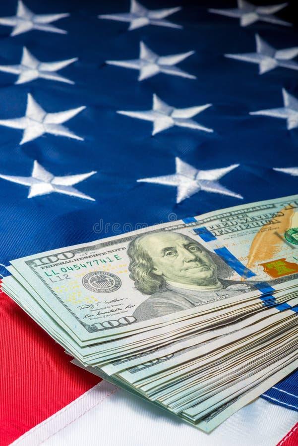 Weergeven van een bos van geld die op de vlag liggen stock afbeelding