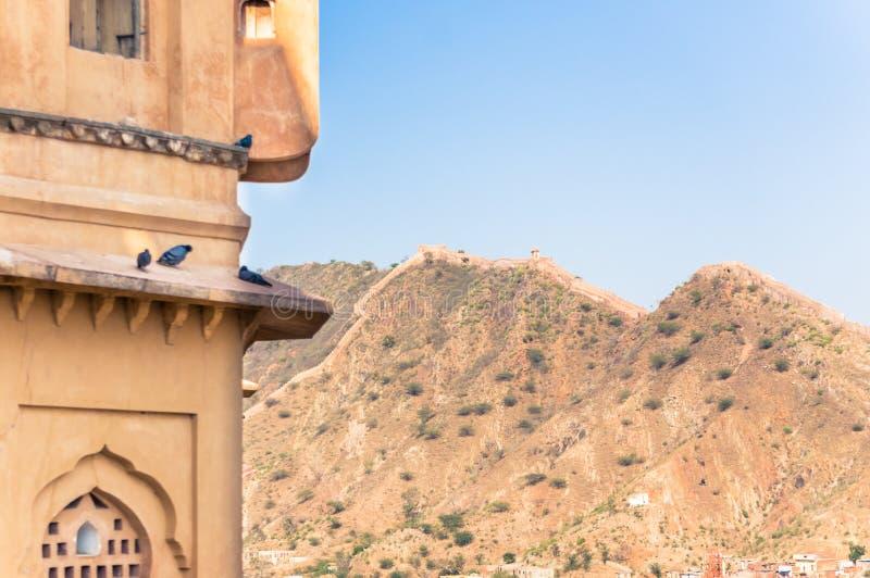 Weergeven van een deel van Amer muur dichtbij Jaipur, India van Amber Fort stock afbeeldingen