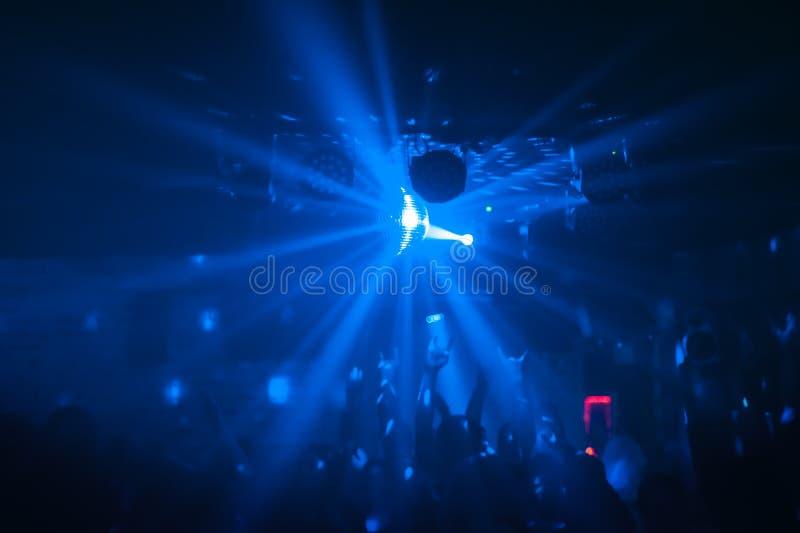 Weergeven van een partij met het heldere gebied van de discobal stock afbeelding