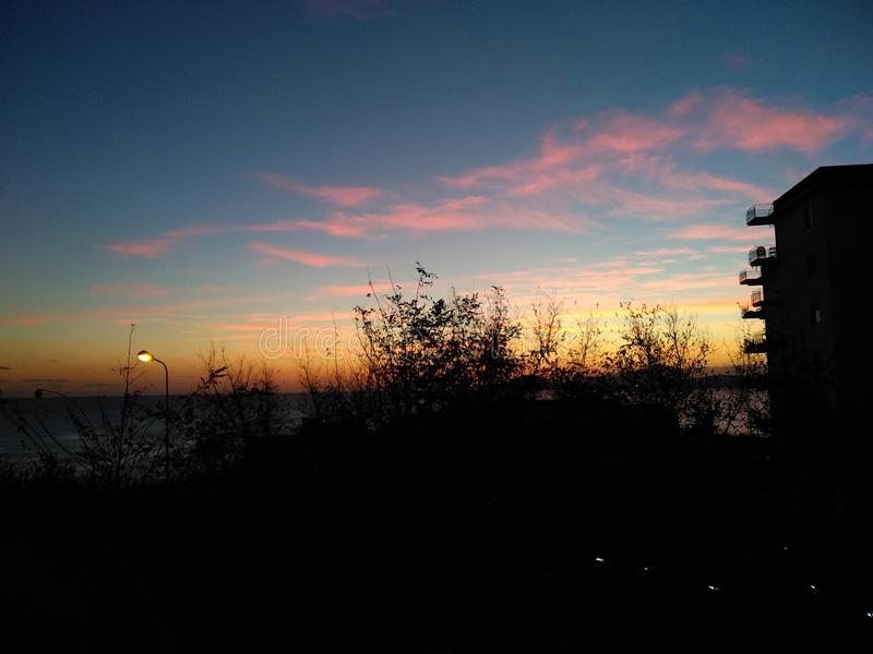 Weergeven van een zonsondergang in Bagnoli, Napels stock fotografie