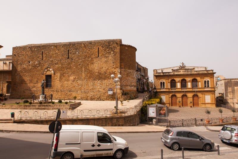 Weergeven van Garibaldi-theater in Piazza Amerina royalty-vrije stock afbeeldingen